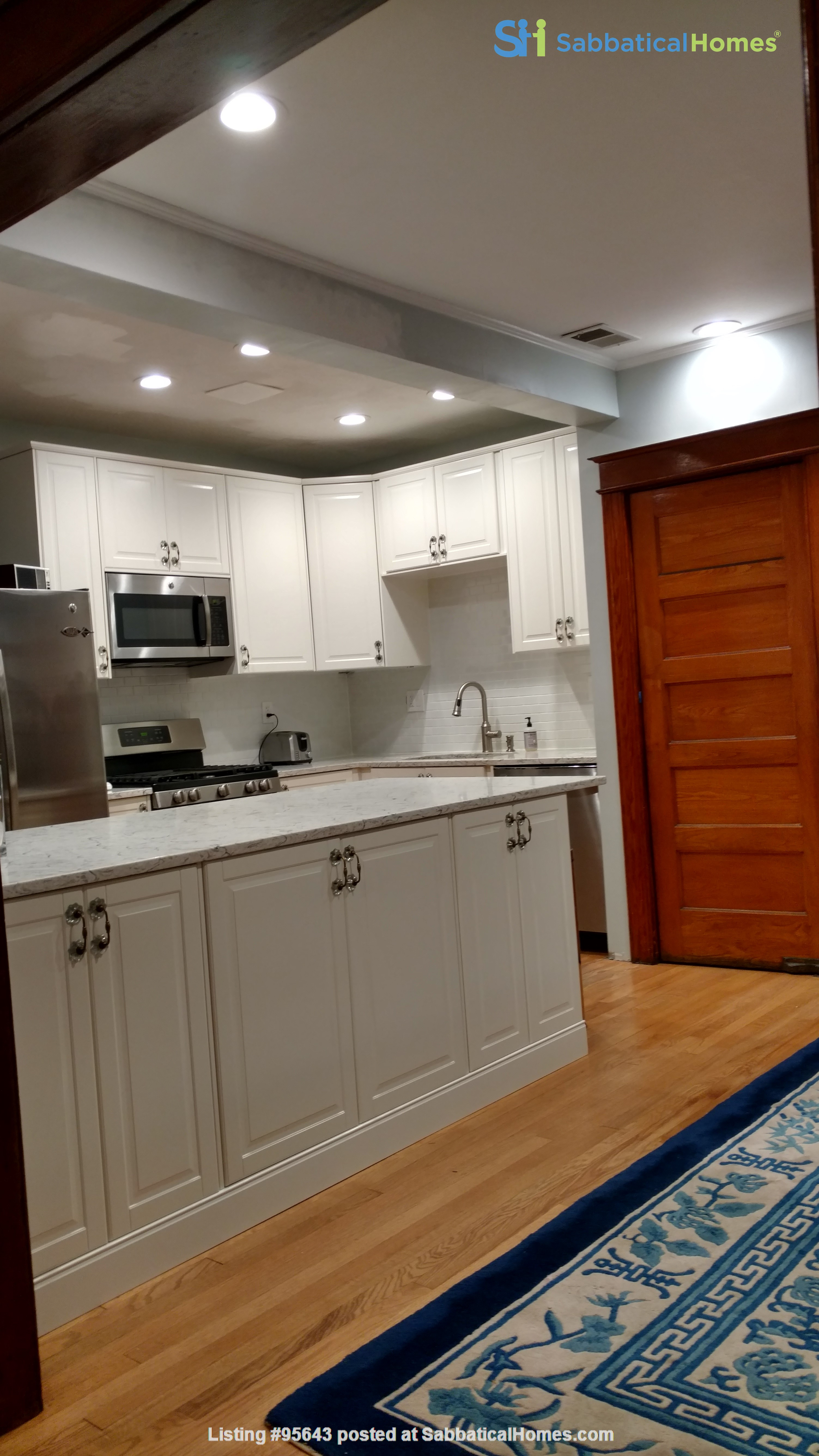 End Unit Rowhouse with large yard in Capitol South Home Rental in Washington, District of Columbia, United States 0