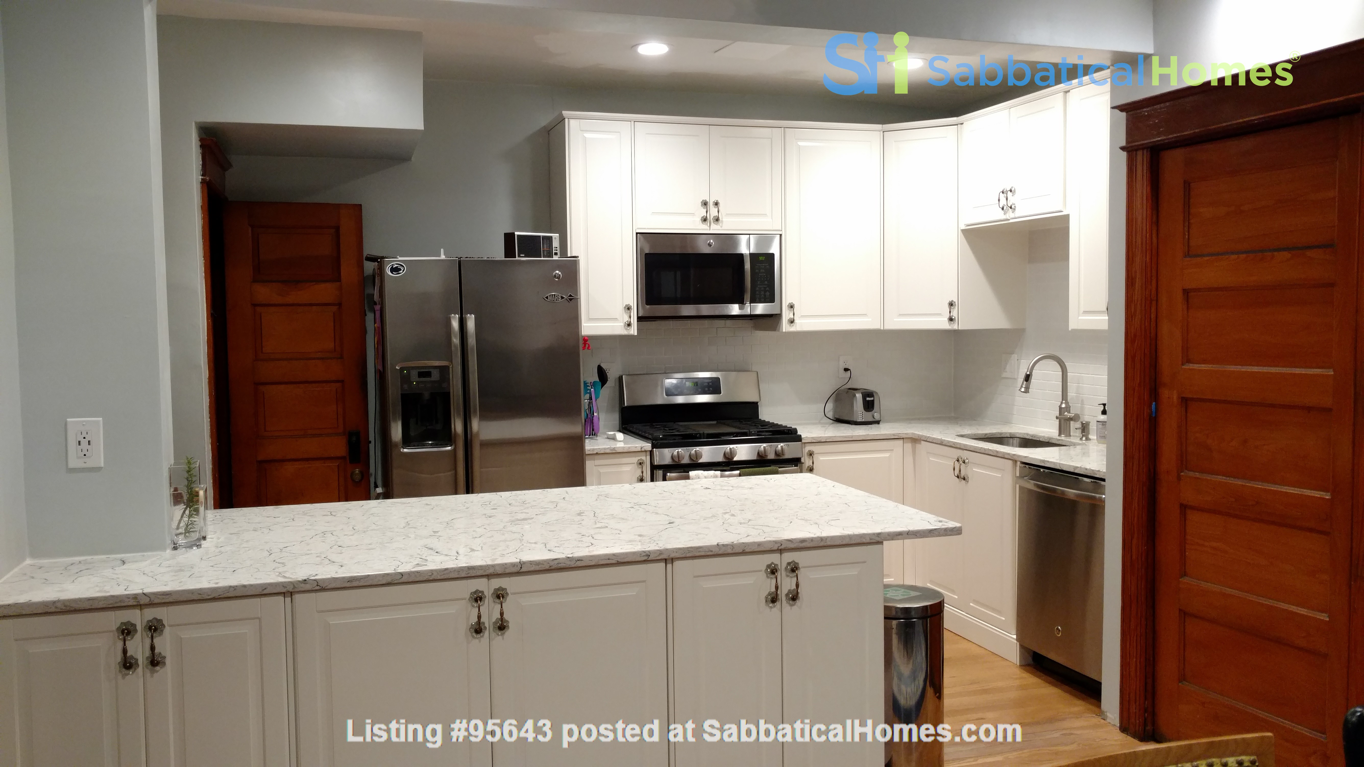 End Unit Rowhouse with large yard in Capitol South Home Rental in Washington, District of Columbia, United States 7