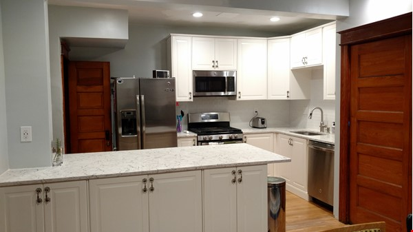 End Unit Rowhouse with large yard in Capitol South Home Rental in Washington 7 - thumbnail