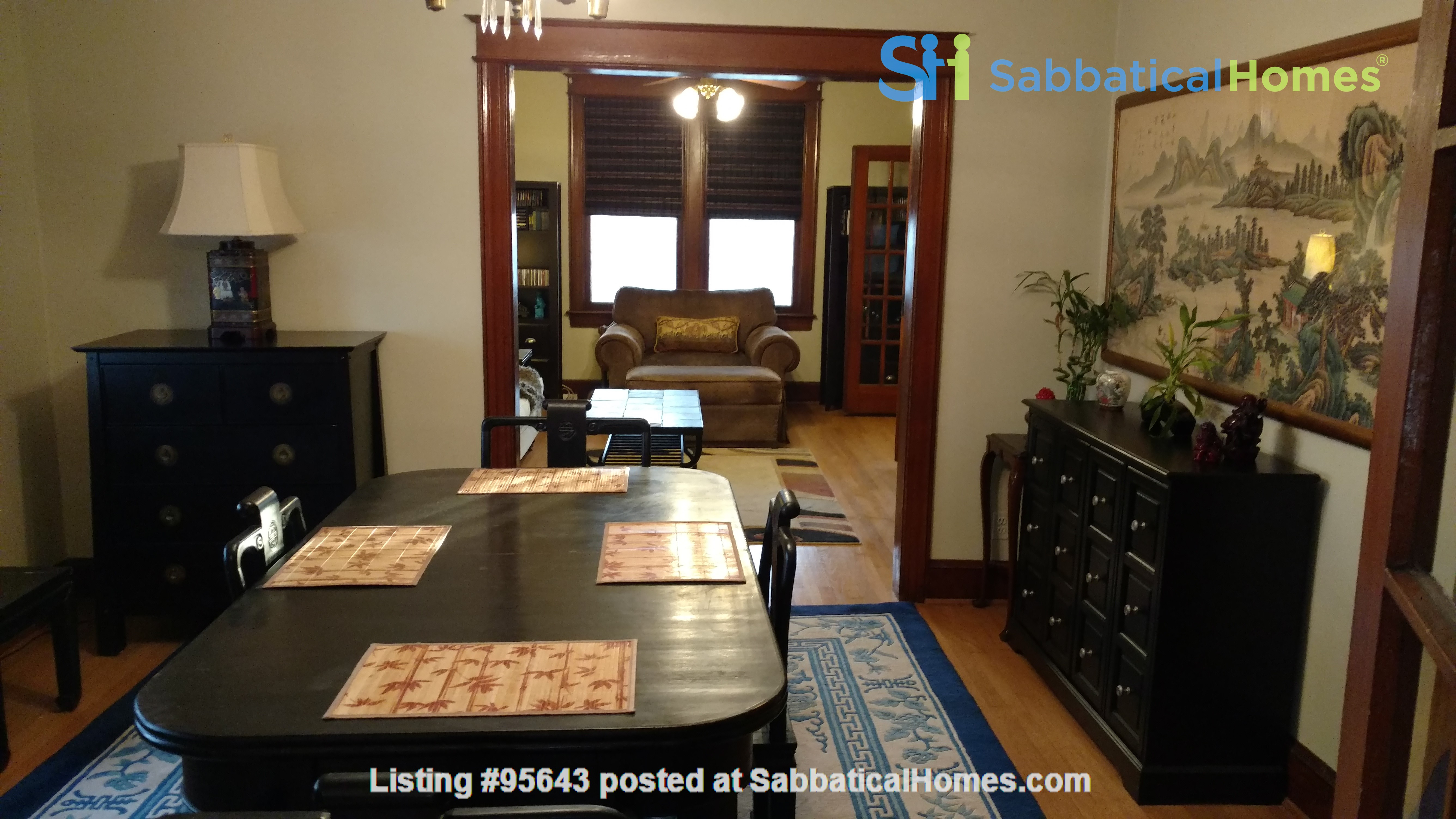 End Unit Rowhouse with large yard in Capitol South Home Rental in Washington, District of Columbia, United States 3