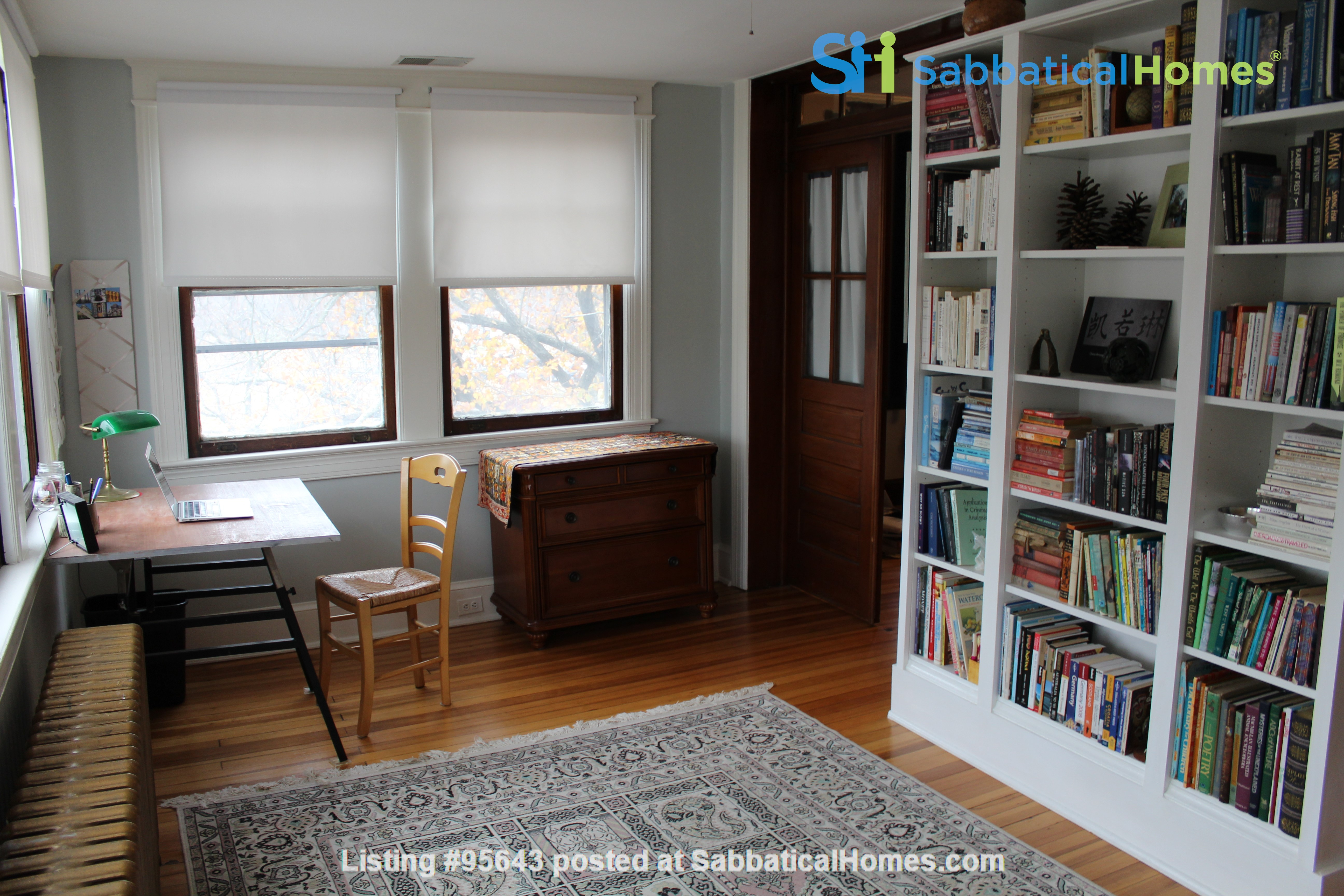 End Unit Rowhouse with large yard in Capitol South Home Rental in Washington, District of Columbia, United States 1