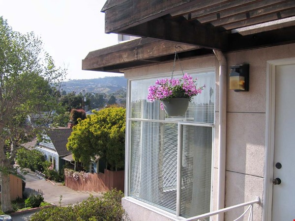 Gracious  Pacific Palisades Apartment-- Walk to All Amenities Home Rental in Los Angeles 0 - thumbnail