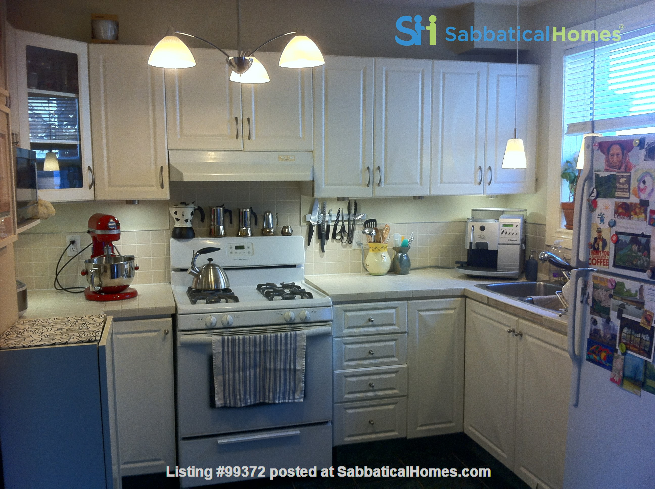 Lovely 2BR + Den House in Vibrant Corso Italia Home Rental in Toronto 3