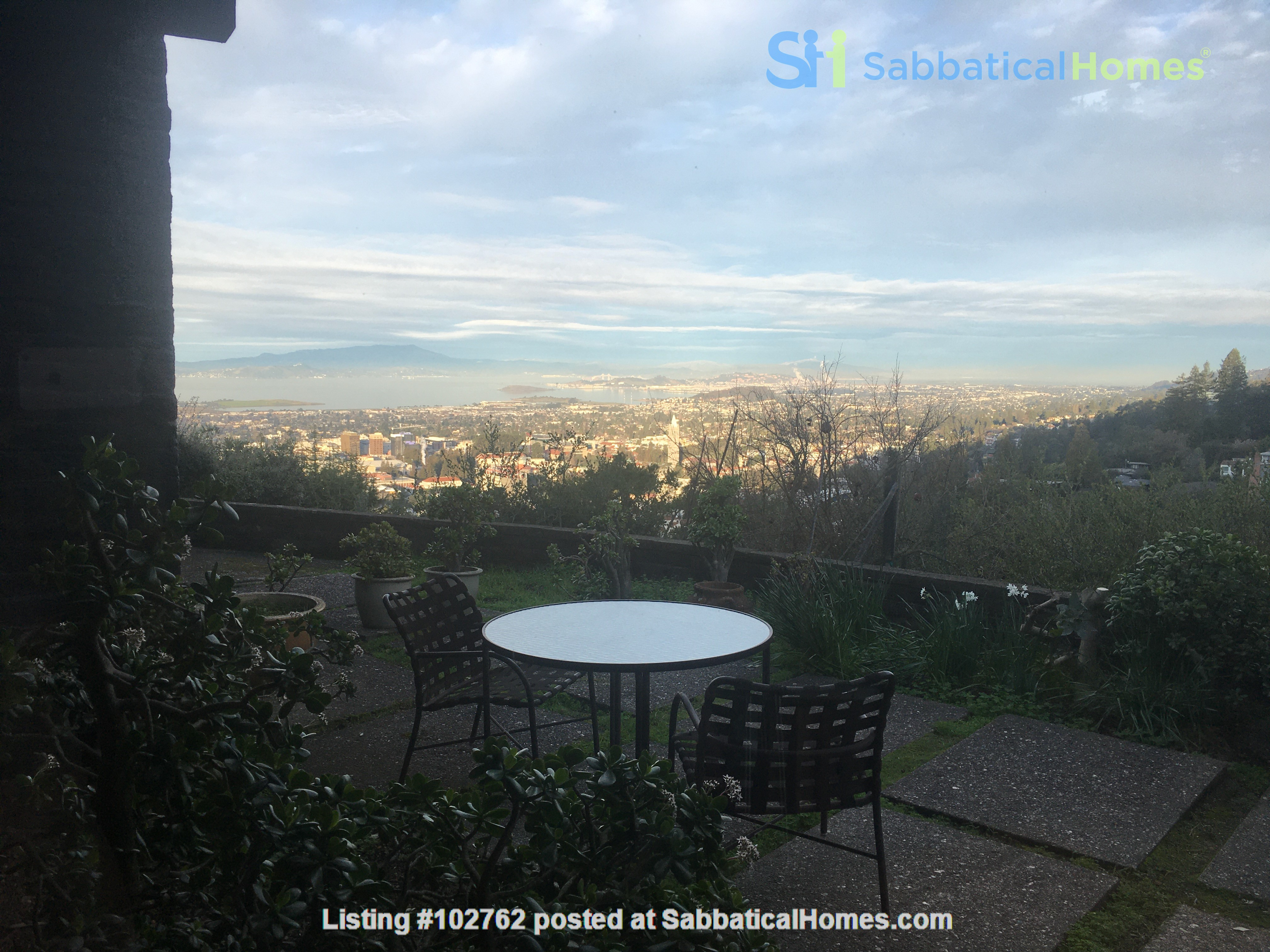 Master suite in  Berkeley Hills Home: Separate Private Entrance Home Rental in Berkeley, California, United States 8