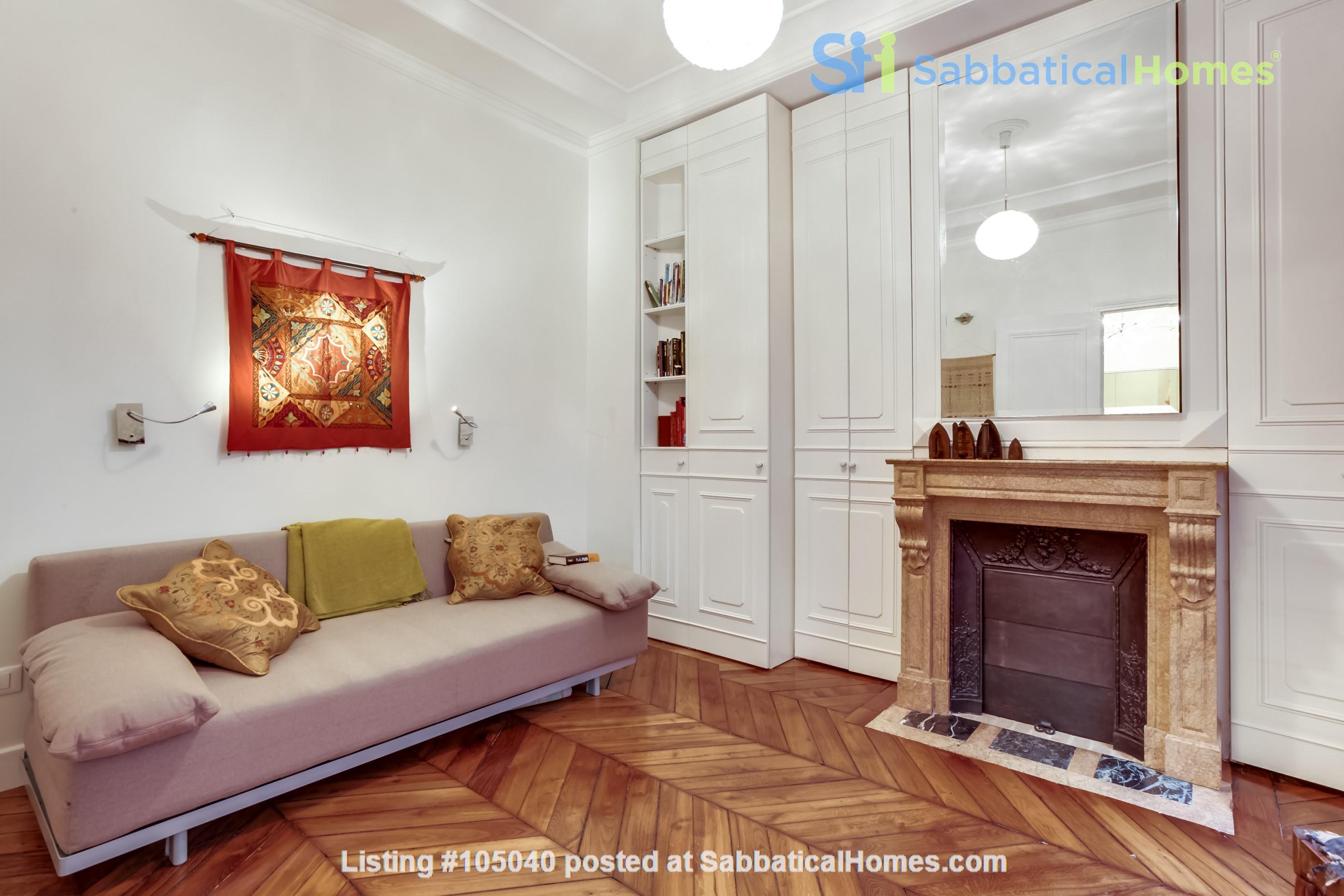 2 bdrm. renovated, 6E, 4 people, first floor, very quiet. Home Rental in Paris, Île-de-France, France 9