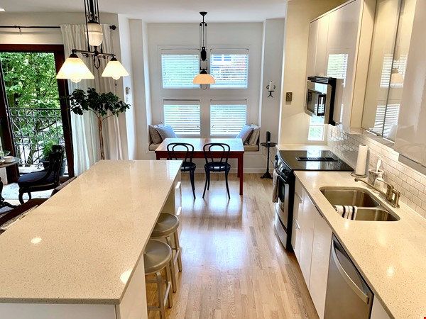 Furnished 2 Bdrm Townhouse in Kitsilano (near UBC) Home Rental in Vancouver 4 - thumbnail