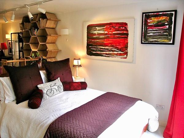 C E N T R A L  O X F O R D :  ROMANTIC RIVERSIDE STUDIO nr Magdalen Deer Pk Home Rental in Oxford 3 - thumbnail
