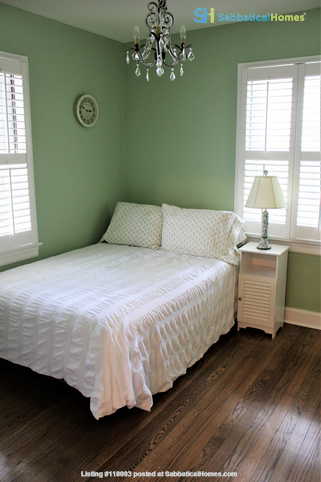 Secluded cottage  1 mile from UNC campus  dog  friendly Home Rental in Chapel Hill 4
