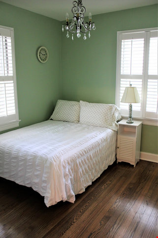 Secluded cottage  1 mile from UNC campus  dog  friendly Home Rental in Chapel Hill 4 - thumbnail