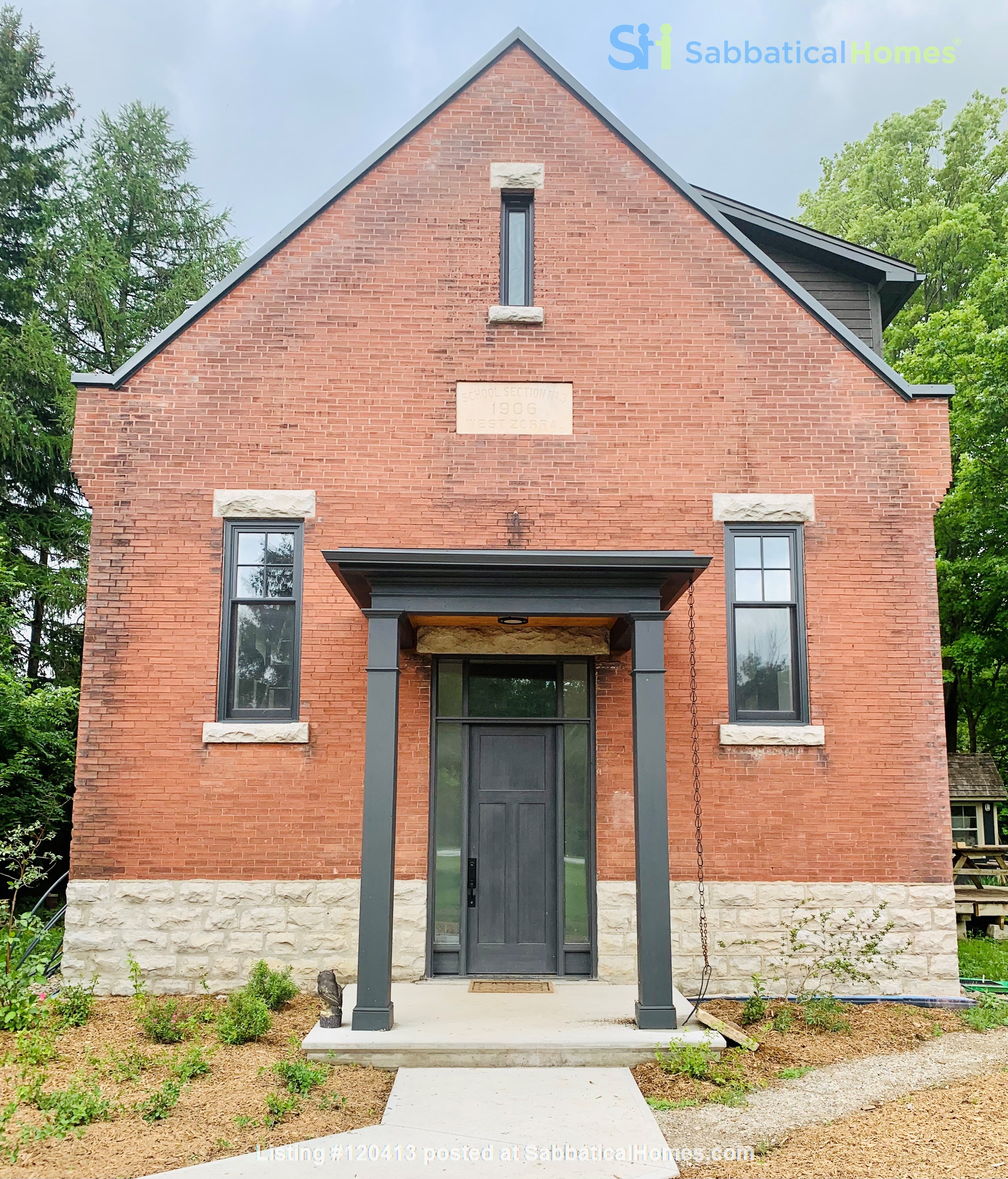 Spectacular 1906 schoolhouse; 35 minutes to London, 20 to Stratford Home Rental in Embro 0