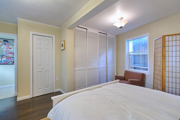 Furnished rooms in South Pasadena hillside home Home Rental in Los Angeles 3 - thumbnail