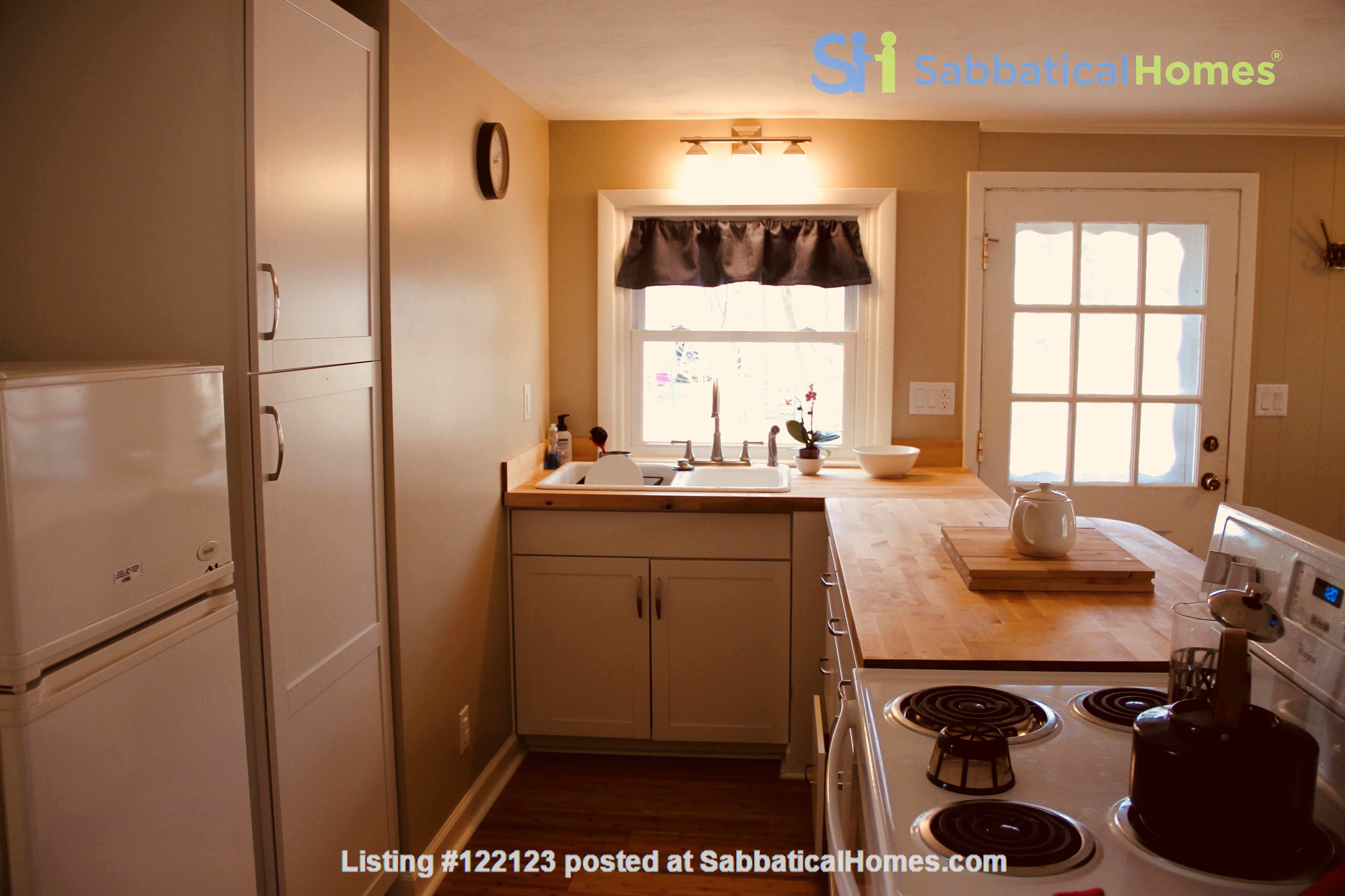 Charming Carriage House in Upper Water Hill Home Rental in Ann Arbor, Michigan, United States 2