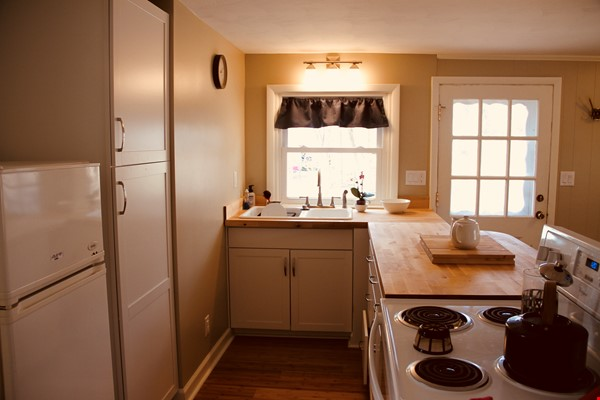 Charming Carriage House in Upper Water Hill Home Rental in Ann Arbor 2 - thumbnail