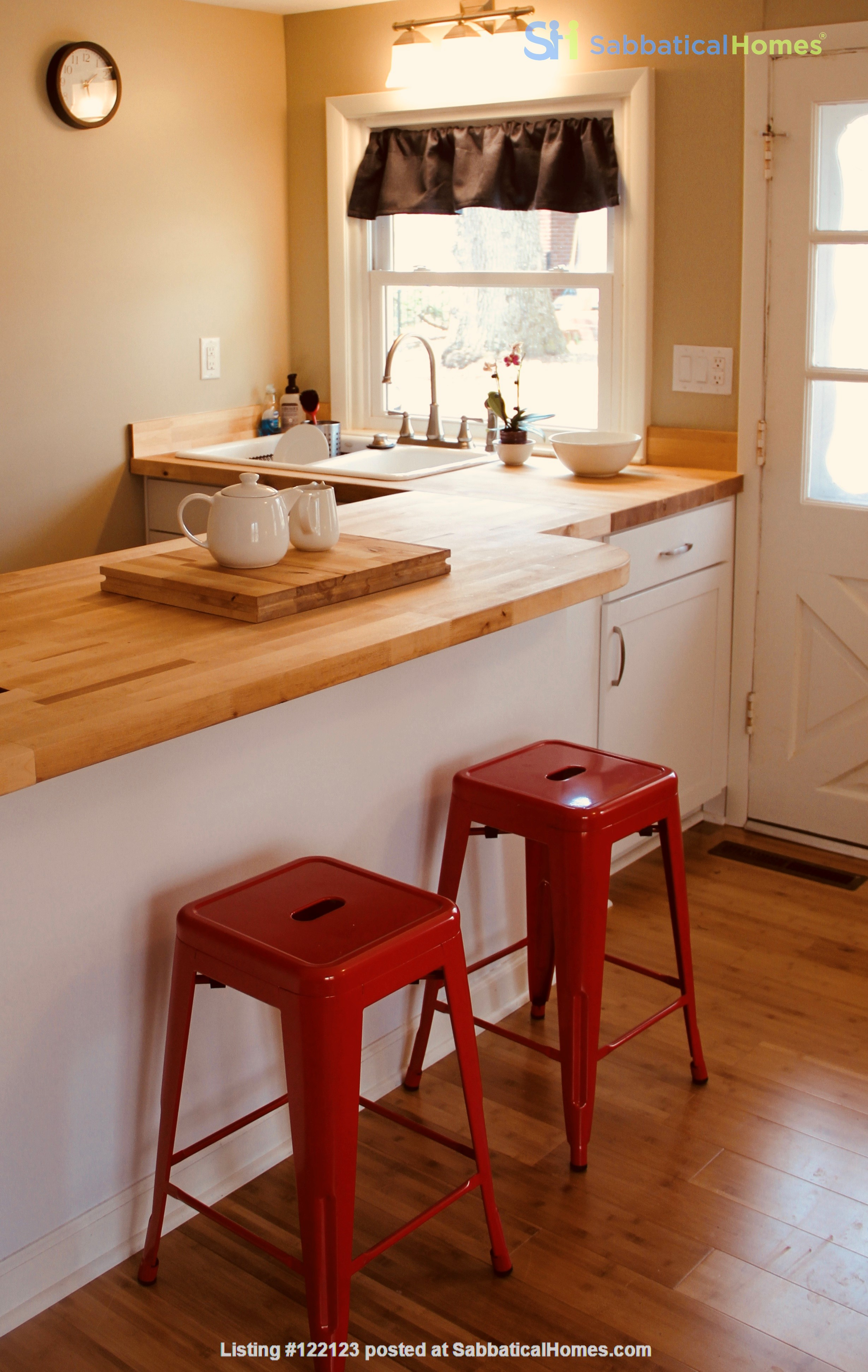 Charming Carriage House in Upper Water Hill Home Rental in Ann Arbor, Michigan, United States 1