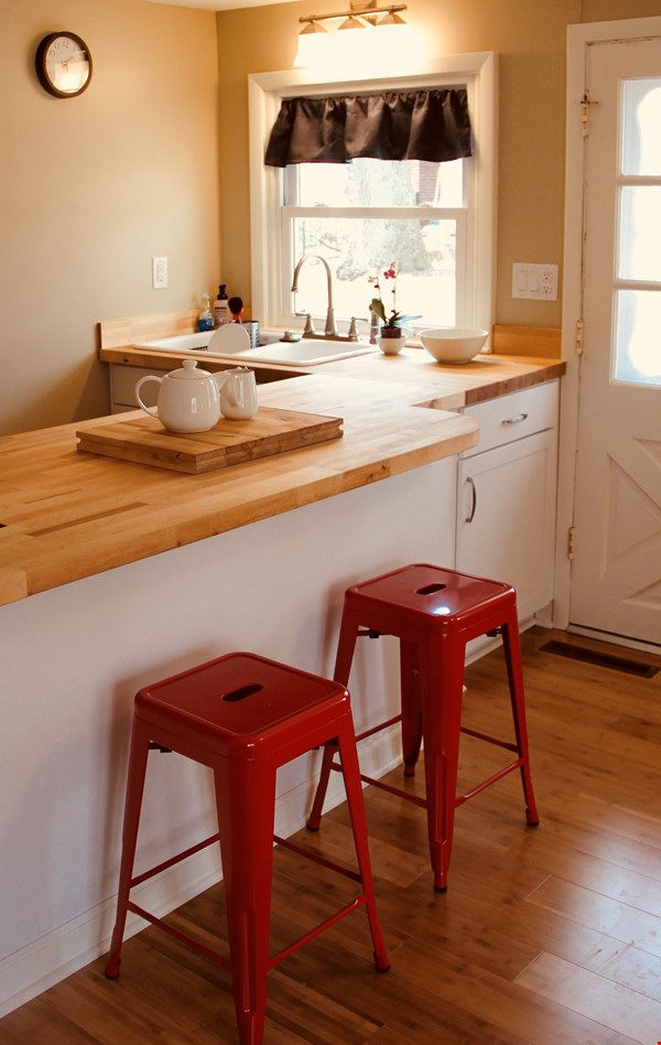 Charming Carriage House in Upper Water Hill Home Rental in Ann Arbor 1 - thumbnail