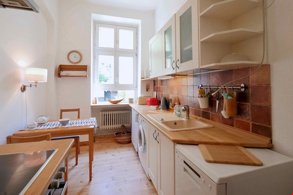 Charming 2-room apartment with balcony and fireplace Home Rental in Berlin 3 - thumbnail