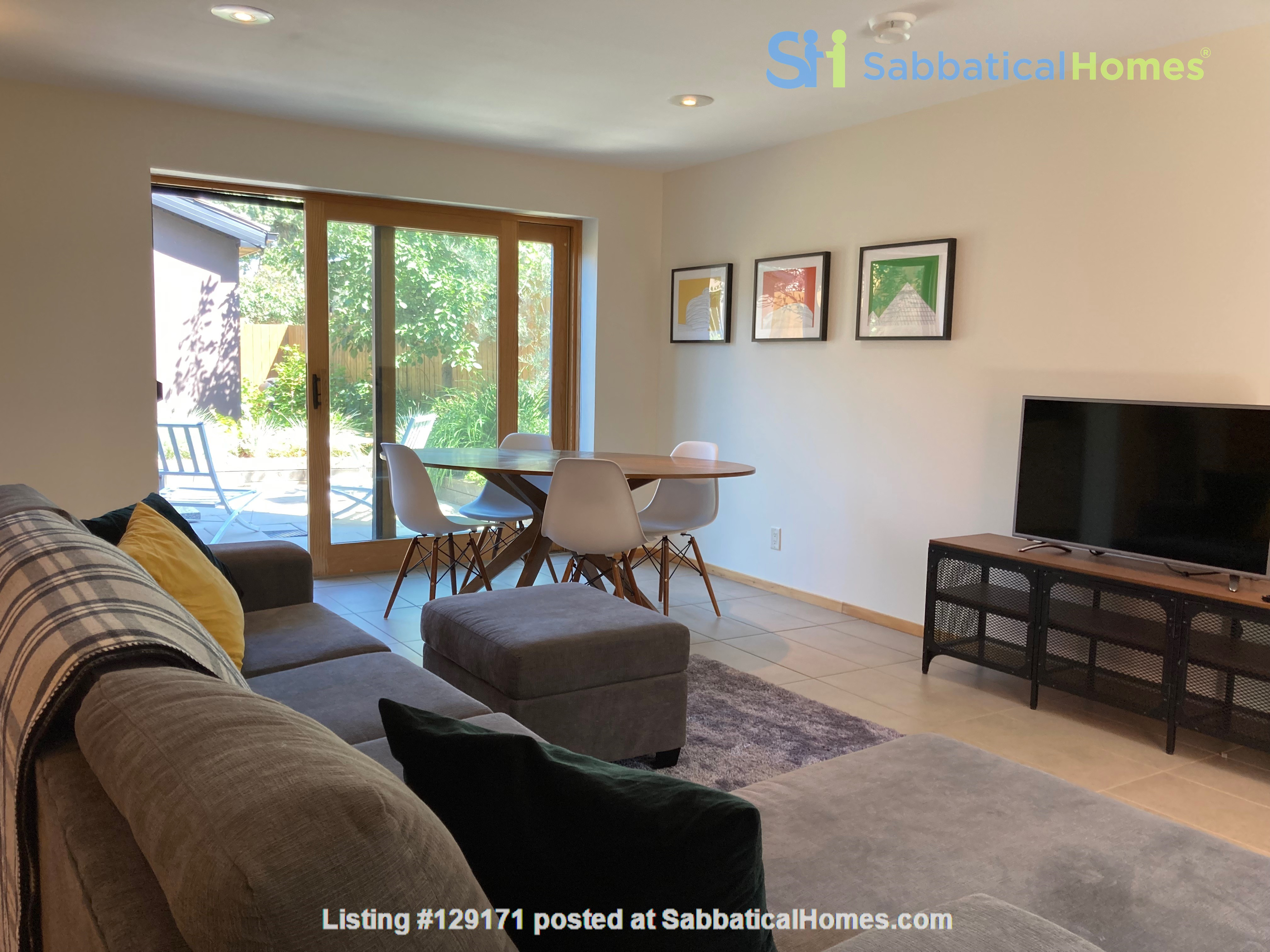 Garden Suite in Architectural Gem in Old Strathcona Home Rental in Edmonton 2