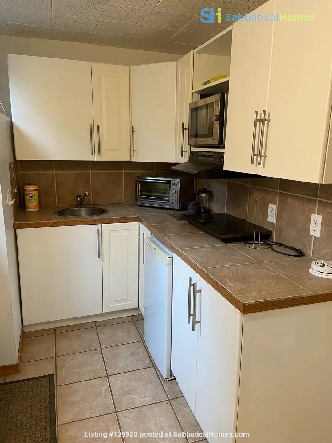 Walkout basement suite on UoA campus for short term daily rental ($50/day) Home Rental in Edmonton, Alberta, Canada 2
