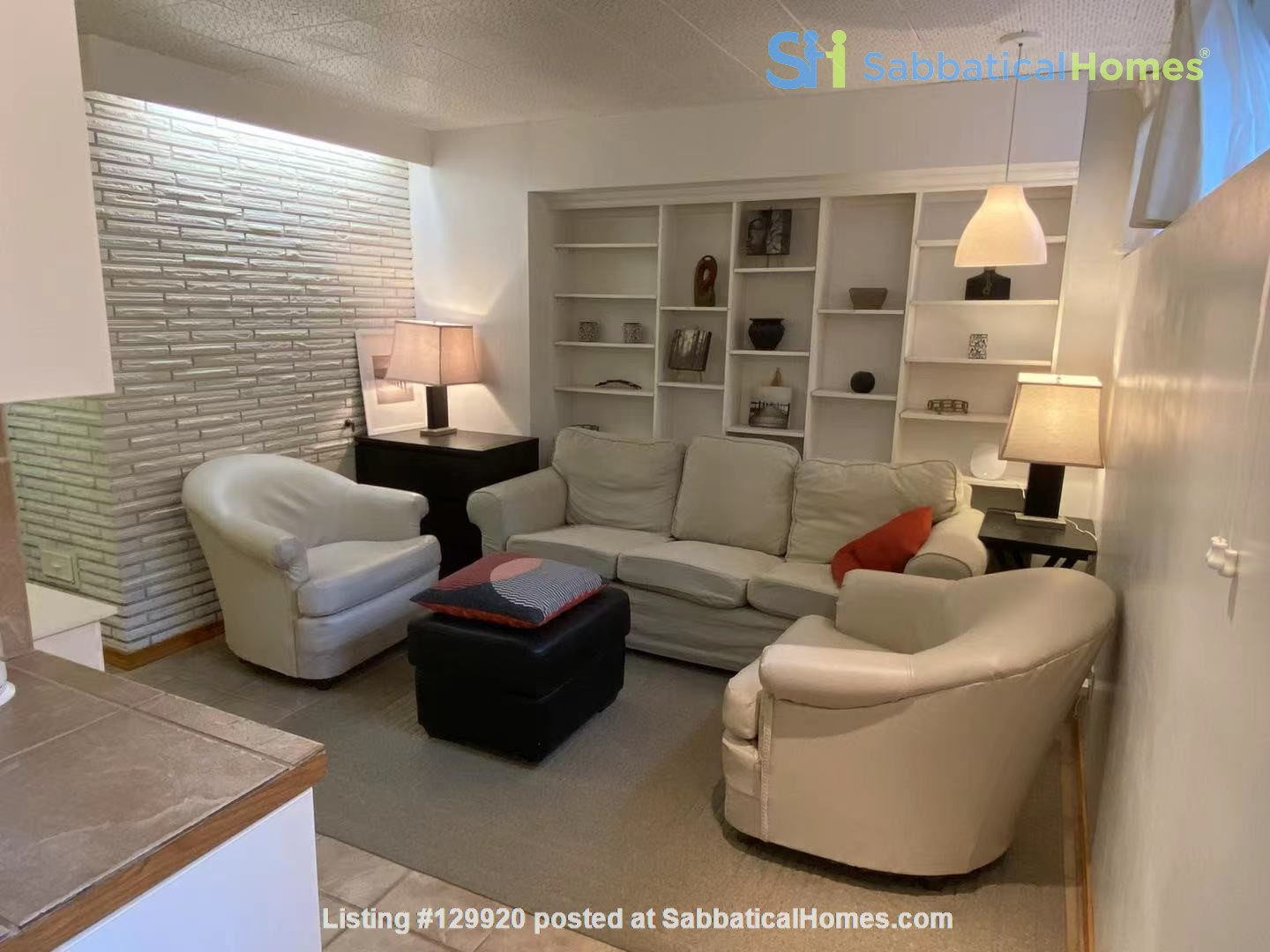 Walkout basement suite on UoA campus for short term daily rental ($50/day) Home Rental in Edmonton, Alberta, Canada 3