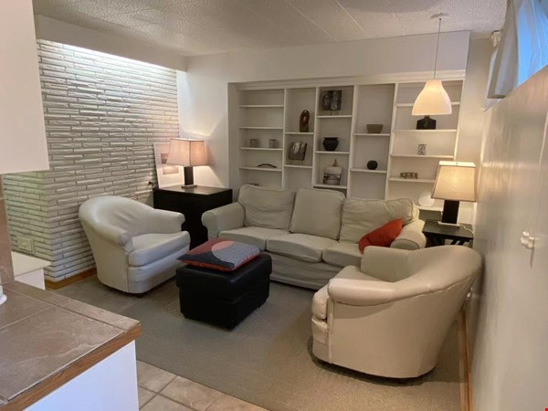 Walkout basement suite on UoA campus for short term daily rental ($50/day) Home Rental in Edmonton 3 - thumbnail