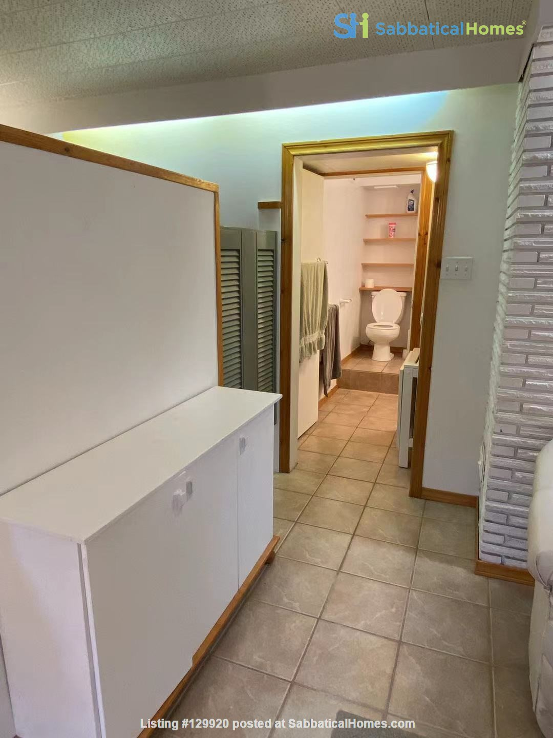 Walkout basement suite on UoA campus for short term daily rental ($50/day) Home Rental in Edmonton, Alberta, Canada 4