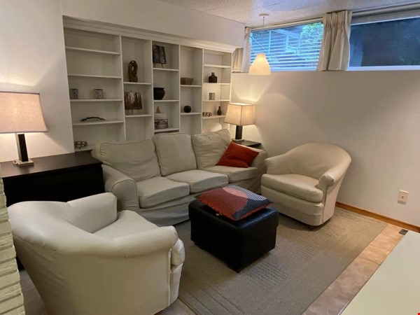 Walkout basement suite on UoA campus for short term daily rental ($50/day) Home Rental in Edmonton 7 - thumbnail