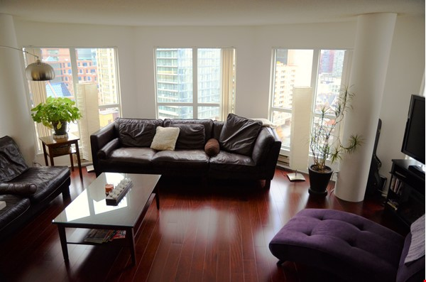 2 bdrm, 2 bthrm furnished condo in the heart of downtown Toronto Home Rental in Toronto 2 - thumbnail
