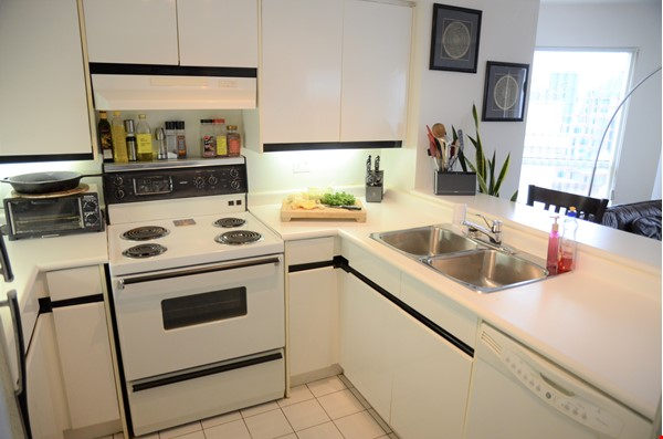 2 bdrm, 2 bthrm furnished condo in the heart of downtown Toronto Home Rental in Toronto 6 - thumbnail