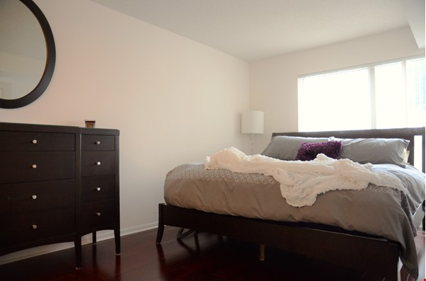 2 bdrm, 2 bthrm furnished condo in the heart of downtown Toronto Home Rental in Toronto 4 - thumbnail