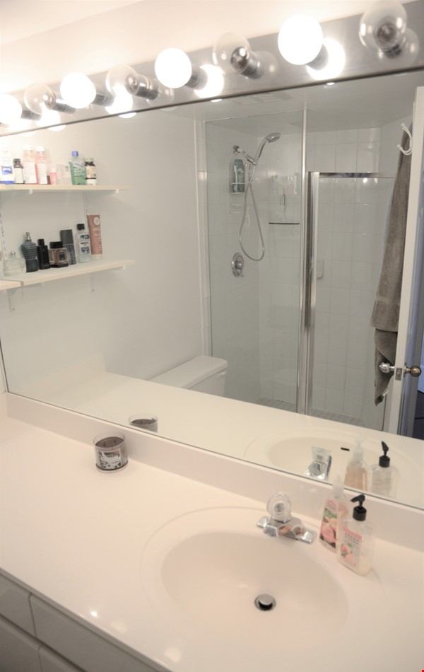 2 bdrm, 2 bthrm furnished condo in the heart of downtown Toronto Home Rental in Toronto 7 - thumbnail