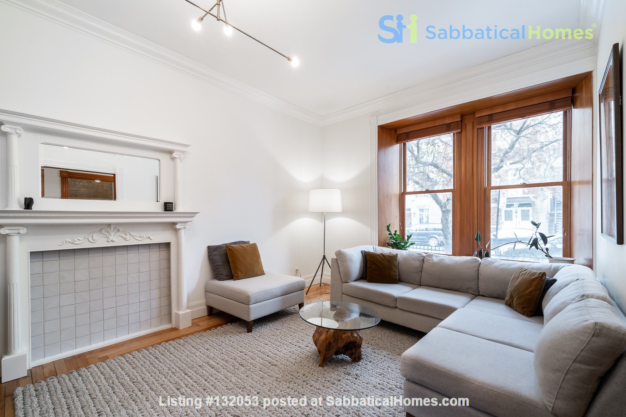 Stunning 3-Bedroom Apt on Most Beautiful Street in Montreal's Plateau Home Rental in Montreal 1