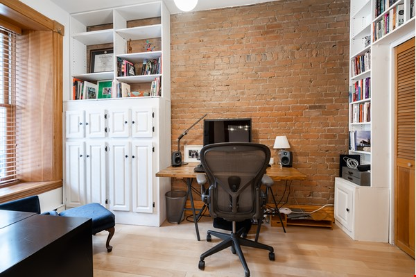 Stunning 3-Bedroom Apt on Most Beautiful Street in Montreal's Plateau Home Rental in Montreal 3 - thumbnail