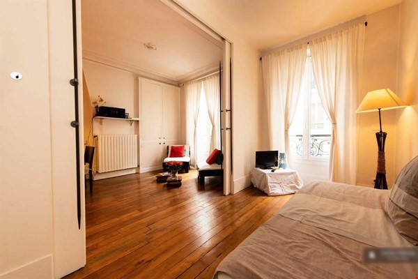 """A """"chic"""" apartment, only 2 blocks from Opera Bastille, 2 bedrooms. Home Rental in Paris 8 - thumbnail"""
