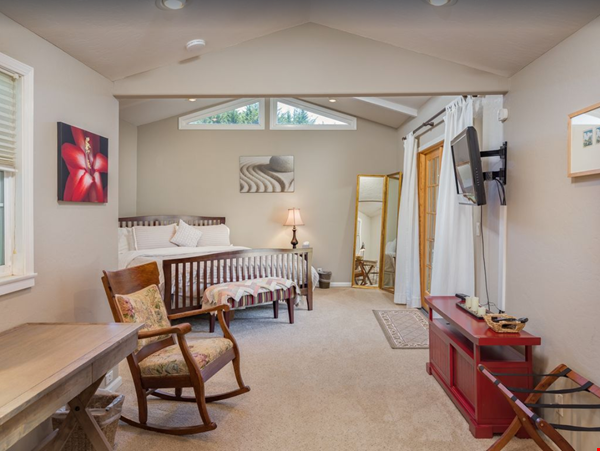 Private and quiet Pleasure Point Oasis - a home away from home Home Rental in Santa Cruz 4 - thumbnail