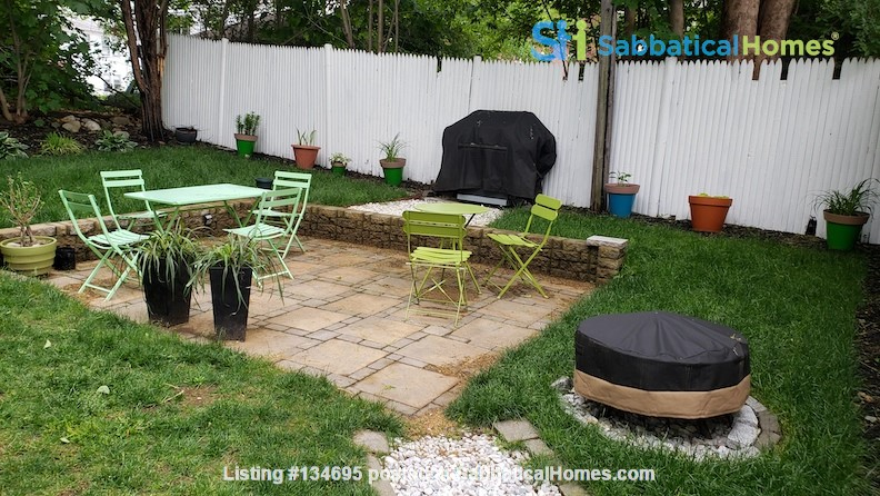 Bright room in spacious apartment near BC, BU, and bus to Medical Area. Home Rental in Boston, Massachusetts, United States 5