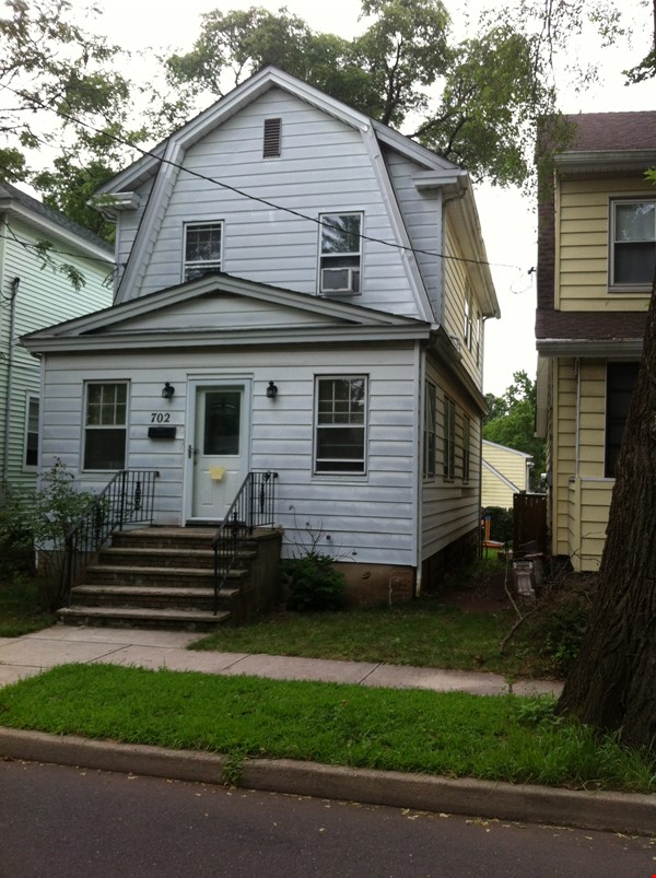 Beautiful 3 bedroom House in Highland Park, NJ Home Rental in Highland Park 1 - thumbnail