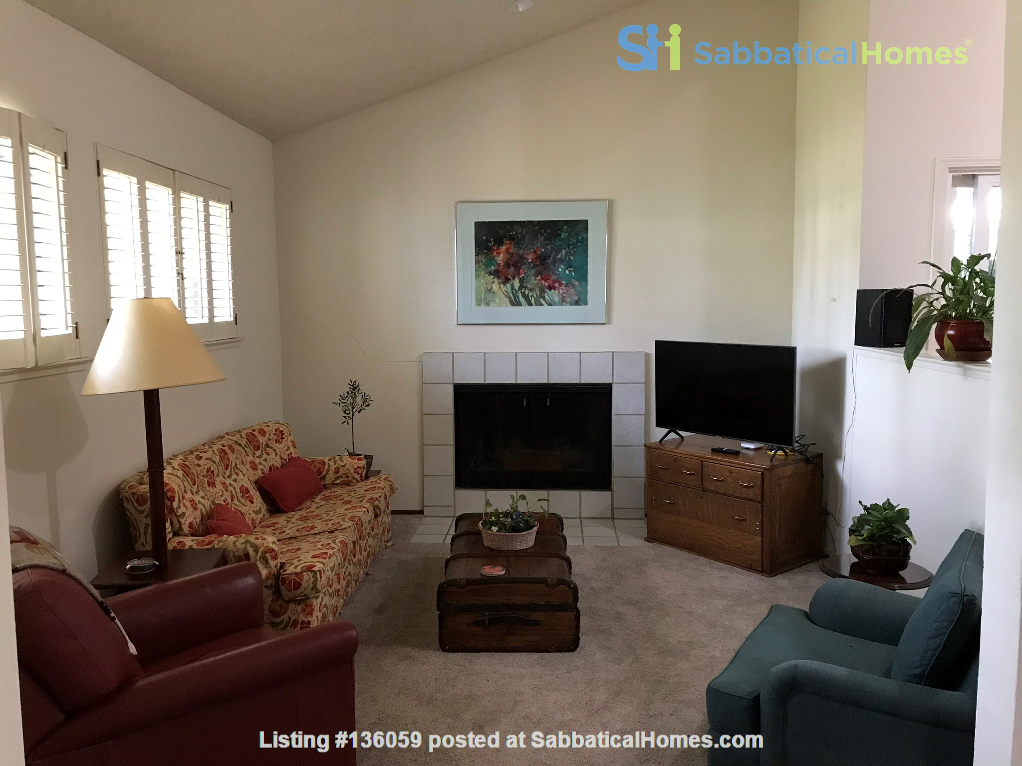 Unique 1 Br/2 Ba plus Den/Guest Rm With Wrap Around Yard - Fully Furnished Home Rental in Davis, California, United States 1