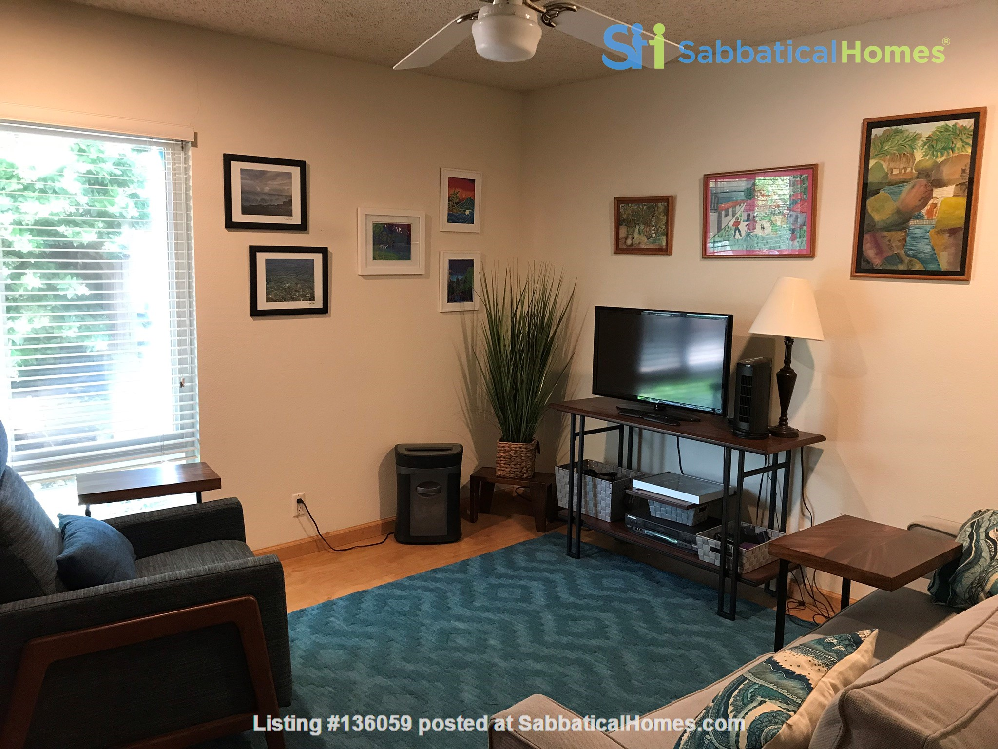 Unique 1 Br/2 Ba plus Den/Guest Rm With Wrap Around Yard - Fully Furnished Home Rental in Davis, California, United States 5