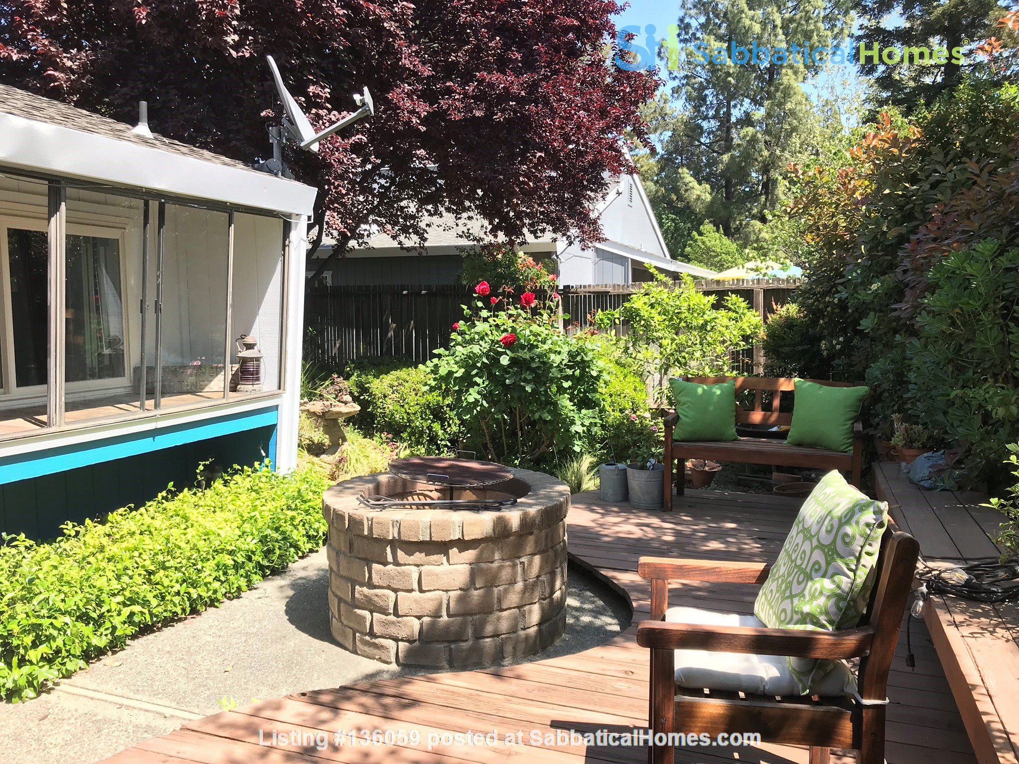 Unique 1 Br/2 Ba plus Den/Guest Rm With Wrap Around Yard - Fully Furnished Home Rental in Davis, California, United States 8