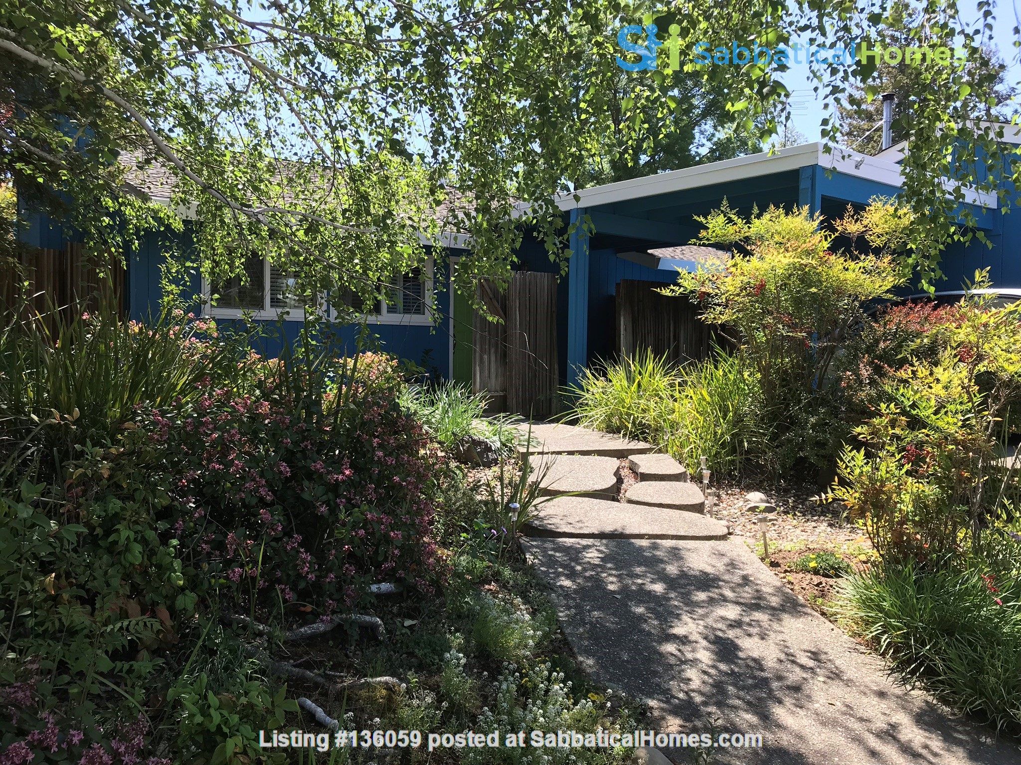 Unique 1 Br/2 Ba plus Den/Guest Rm With Wrap Around Yard - Fully Furnished Home Rental in Davis, California, United States 0