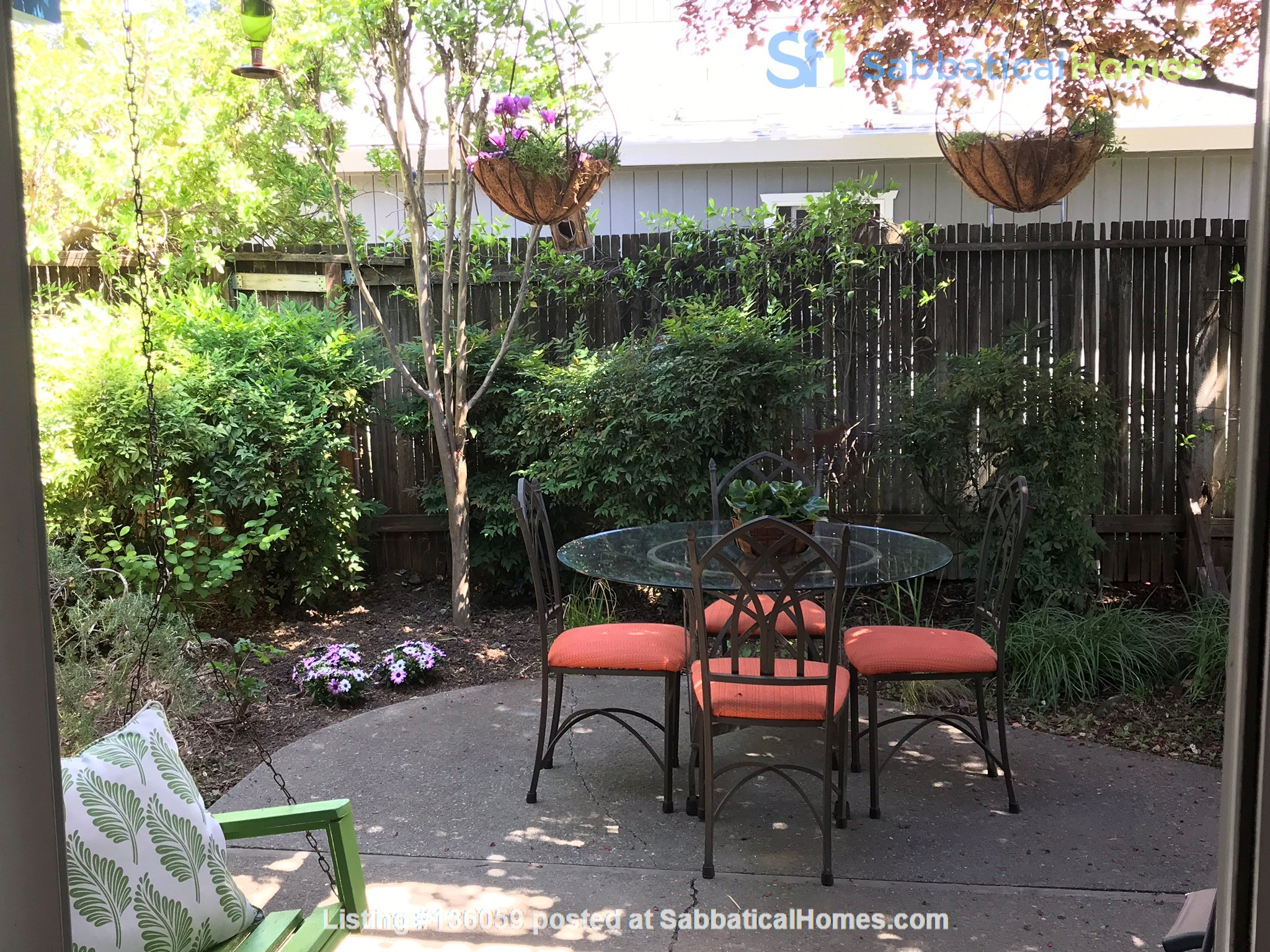 Unique 1 Br/2 Ba plus Den/Guest Rm With Wrap Around Yard - Fully Furnished Home Rental in Davis, California, United States 7