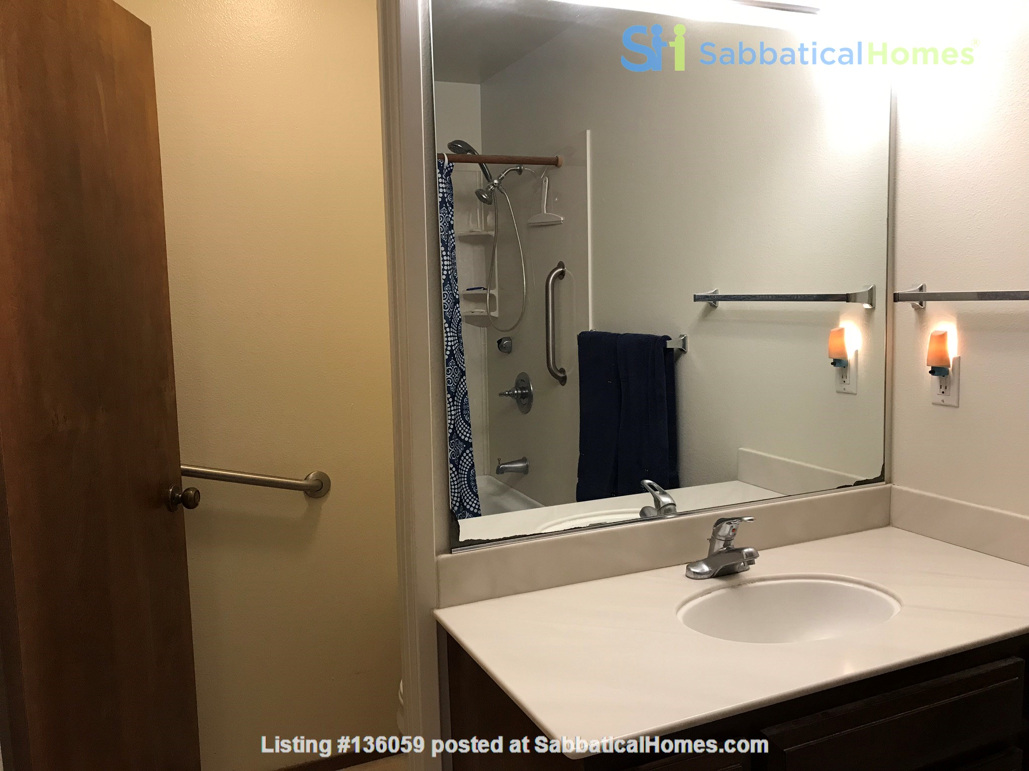 Unique 1 Br/2 Ba plus Den/Guest Rm With Wrap Around Yard - Fully Furnished Home Rental in Davis, California, United States 9