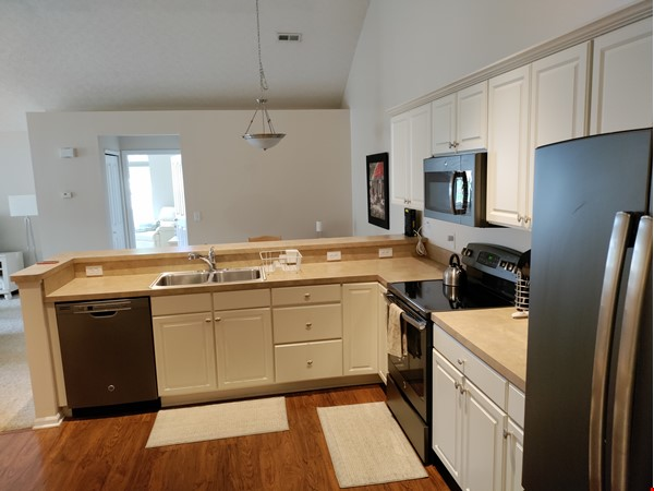 Spacious & bright 2-bed, 2-bath condo in New Albany, all utilities included Home Rental in New Albany 6 - thumbnail