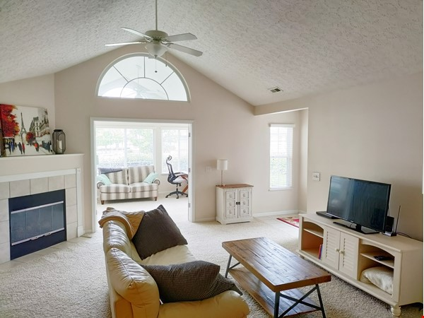 Spacious & bright 2-bed, 2-bath condo in New Albany, all utilities included Home Rental in New Albany 0 - thumbnail