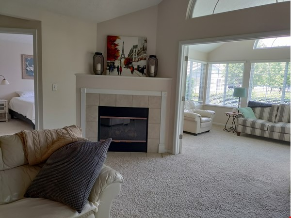Spacious & bright 2-bed, 2-bath condo in New Albany, all utilities included Home Rental in New Albany 2 - thumbnail
