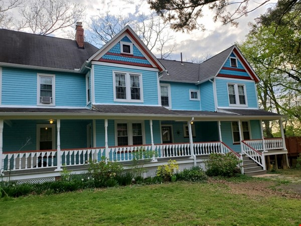 Victorian 'Painted Lady' Furnished Farmhouse for Rent Home Rental in Falls Church 1 - thumbnail