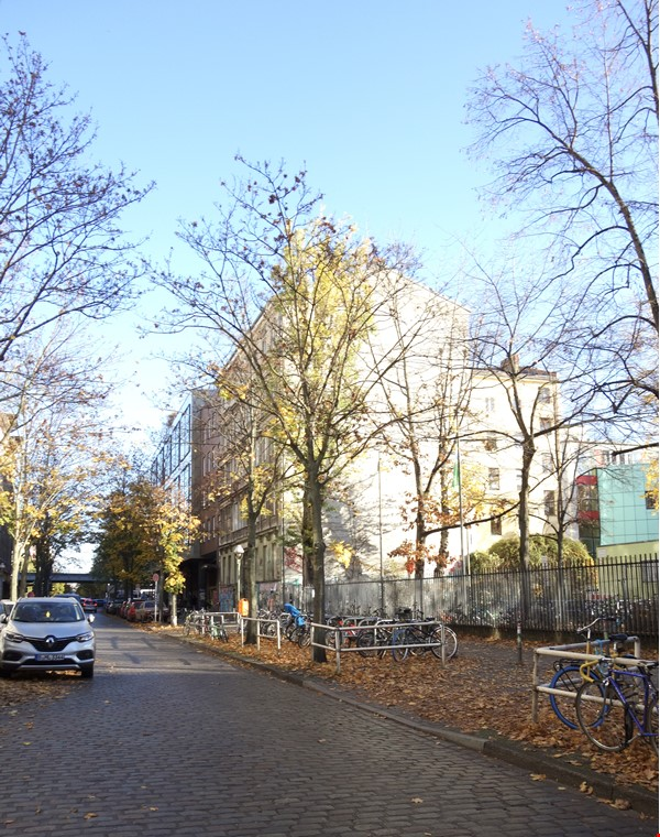 Berlin-Kreuzberg: Sunny 2-room apt. with  a wide view near the river bank Home Rental in Berlin 7 - thumbnail