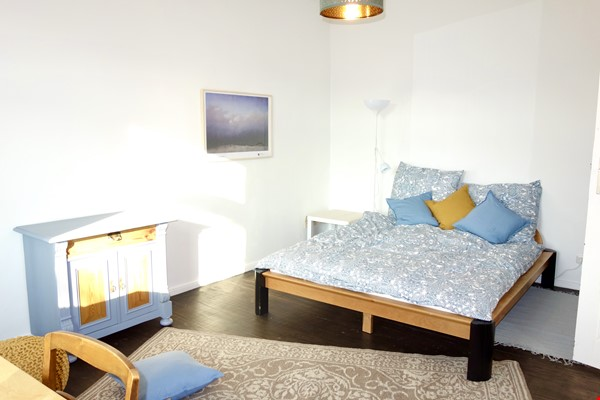 Berlin-Kreuzberg: Sunny 2-room apt. with  a wide view near the river bank Home Rental in Berlin 3 - thumbnail
