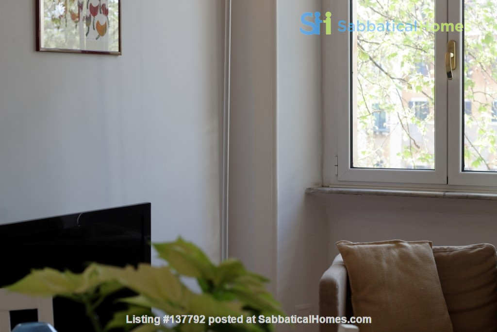 Sunny and stylish apartment in Old Jewish Area Home Rental in Rome, Lazio, Italy 2