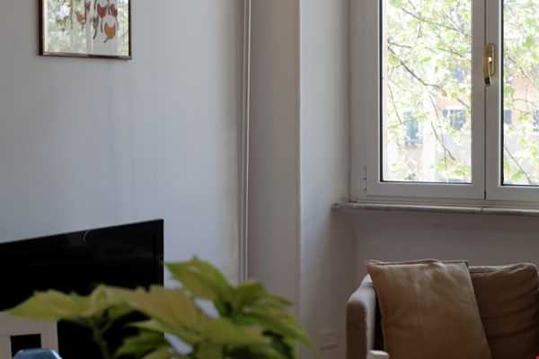 Sunny and stylish apartment in Old Jewish Area Home Rental in Rome 2 - thumbnail